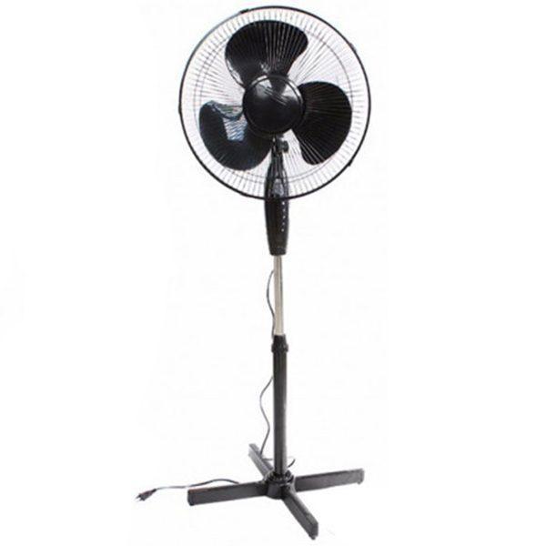 ventilator cu picior negru