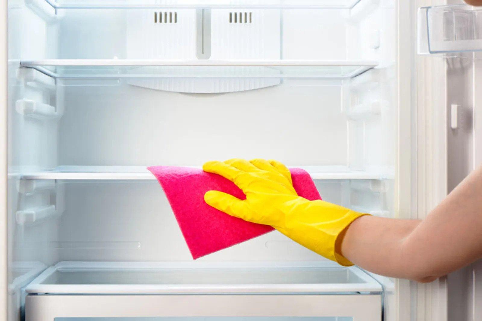 Dezodorizeaza frigiderul